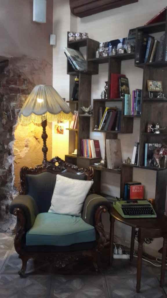 yesempatik-arada-cafe-mekan-tophane-lubnan-meze-vintage