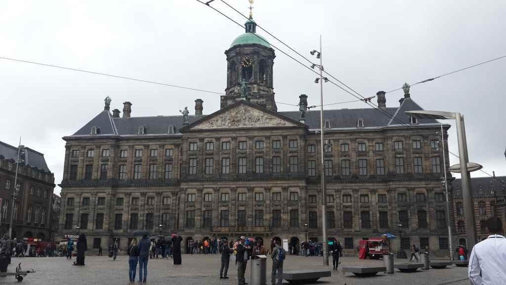 yesempatik-amsterdam-gezi-rehberi-seyahat-gezgin-kanal-bisiklet-dam-meydani