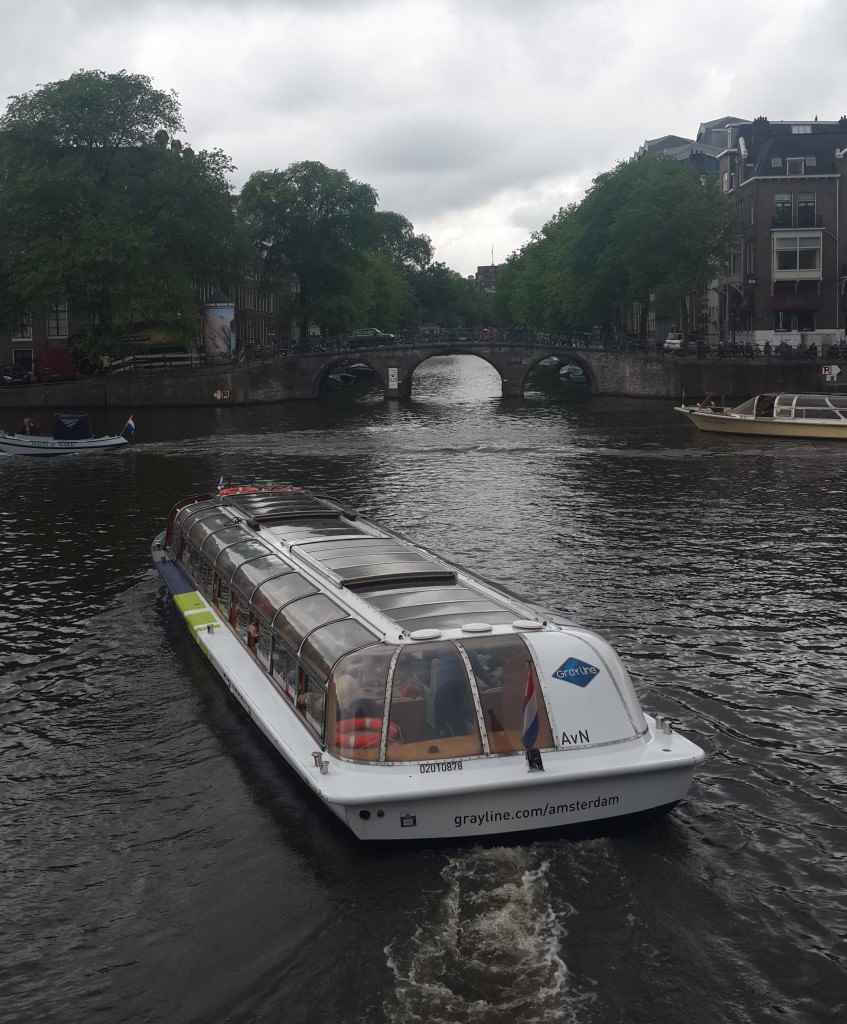 yesempatik-amsterdam-gezi-rehberi-seyahat-gezgin-kanal-bisiklet-gezgin-canal