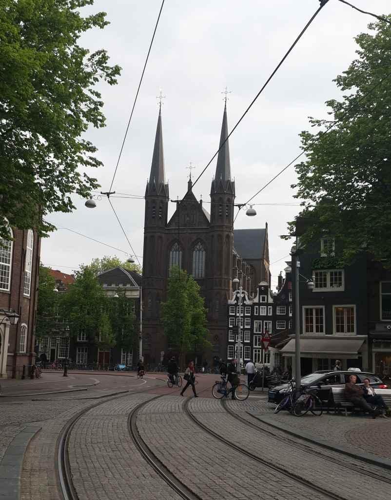yesempatik-amsterdam-gezi-rehberi-seyahat-gezgin-kanal-bisiklet-tramvay