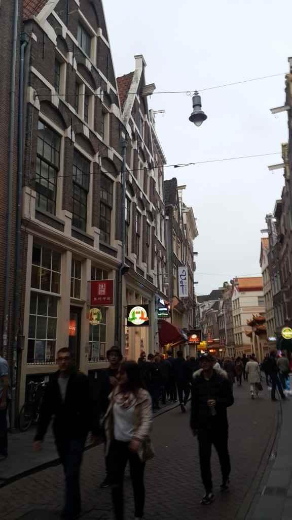 yesempatik-amsterdam-gezi-rehberi-seyahat-gezgin-kanal-bisiklet-chinesetown