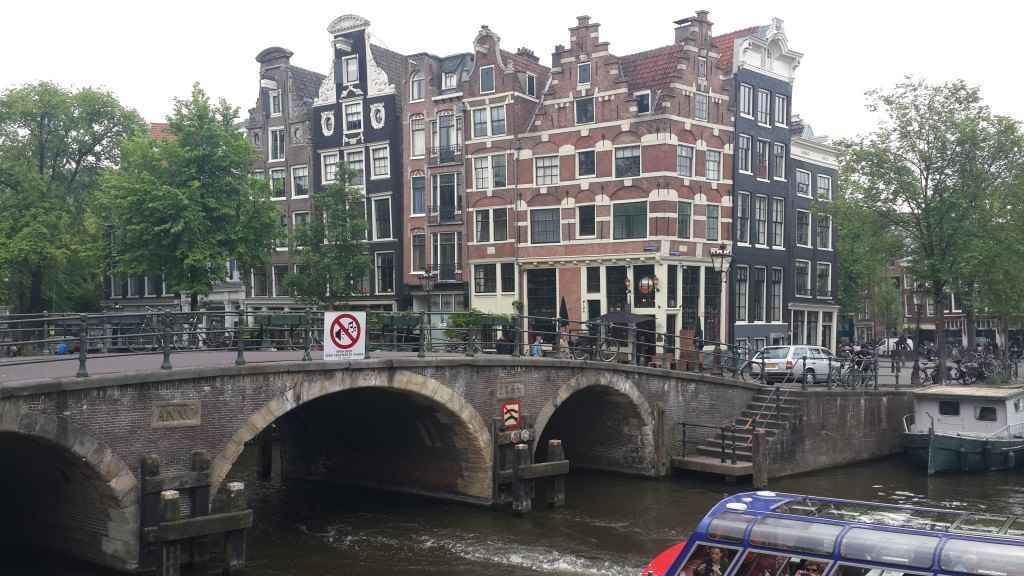 yesempatik-amsterdam-gezi-rehberi-seyahat-gezgin-kanal-bisiklet-gezgin-ev