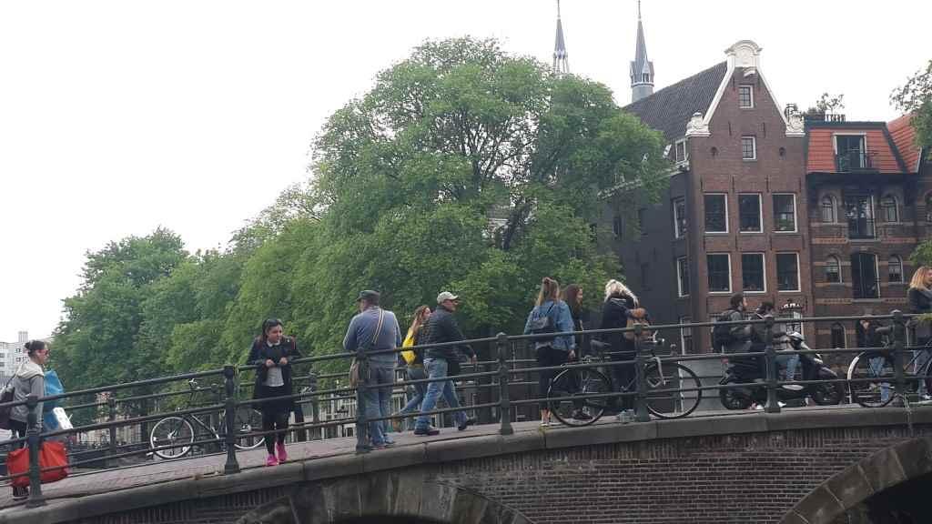 yesempatik-amsterdam-gezi-rehberi-seyahat-gezgin-kanal-bisiklet-gezgin