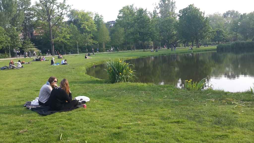 yesempatik-amsterdam-gezi-rehberi-seyahat-gezgin-kanal-bisiklet-vondelpark