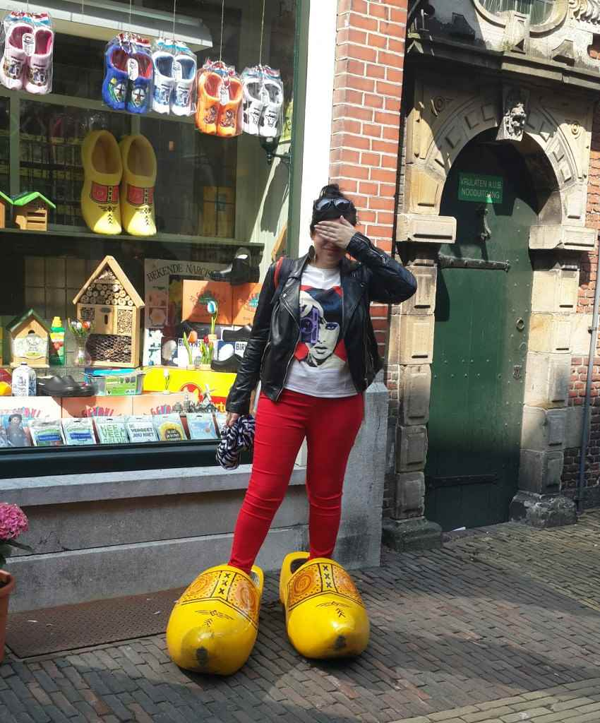 yesempatik-amsterdam-gezi-rehberi-seyahat-gezgin-kanal-bisiklet-tahta-ayakkabi-clog