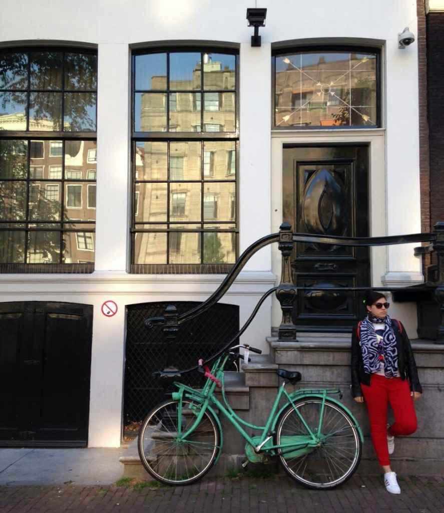 yesempatik-amsterdam-gezi-rehberi-seyahat-gezgin-kanal-bisiklet-tarihi-ev