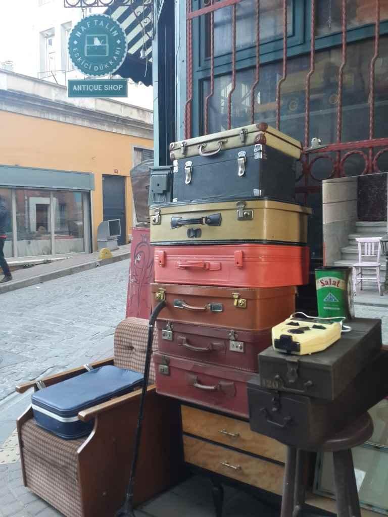 yesempatik-cafe-naftalin-fener-balat-mekan-kahve-vintage-bavul
