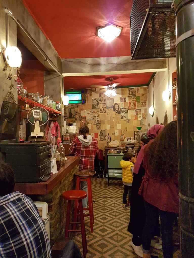 yesempatik-cafe-naftalin-fener-balat-mekan-kahve-vintage-mekan