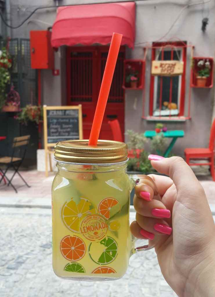 yesempatik-vanilla-cafe-fener-balat-mekan-limonata