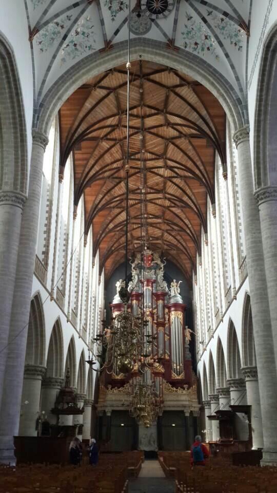 yesempatik-hollanda-haarlem-gezi-rehberi-heykel-grote-bavokerk-kilise