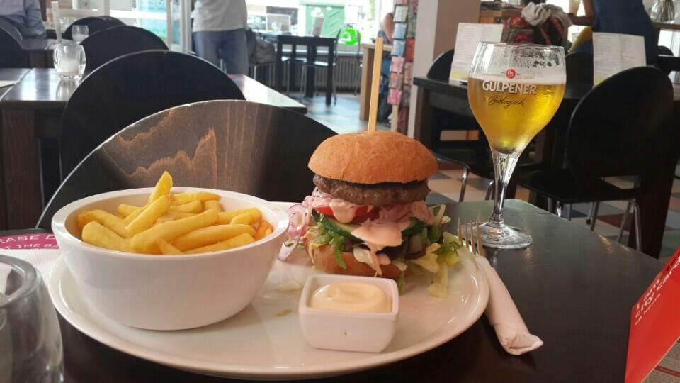 yesempatik-hollanda-haarlem-gezi-rehberi-jetties-cafe-hamburger-amsterdam