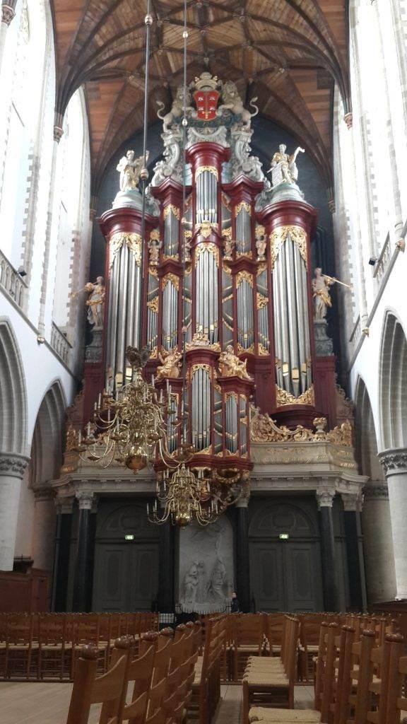 yesempatik-hollanda-haarlem-gezi-rehberi-heykel-grote-bavokerk-kilise-org