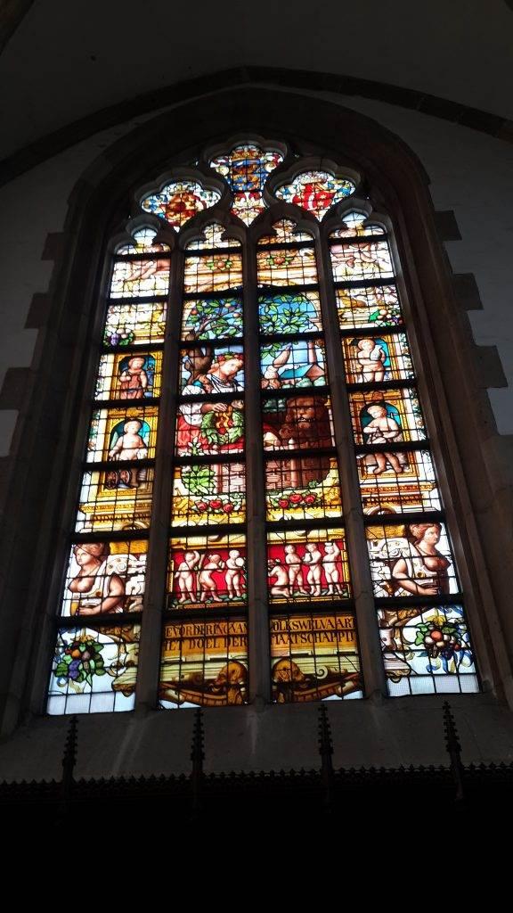 yesempatik-hollanda-haarlem-gezi-rehberi-heykel-grote-bavokerk-vitray
