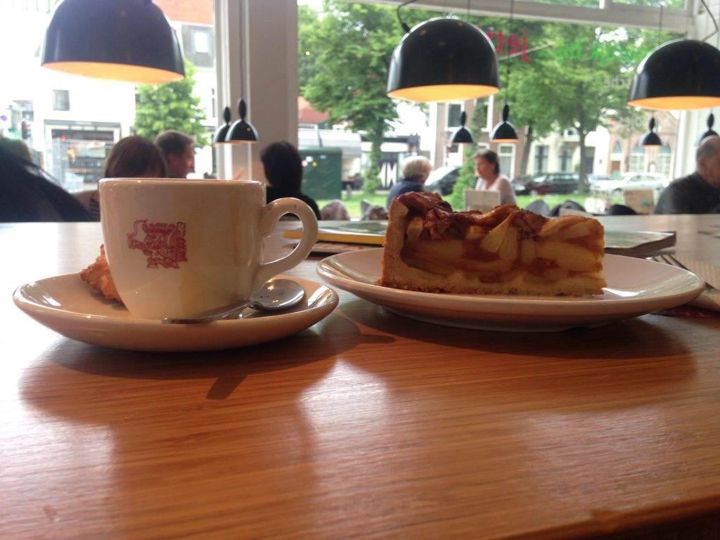yesempatik-hollanda-haarlem-gezi-rehberi-jetties-cafe-apple-tart