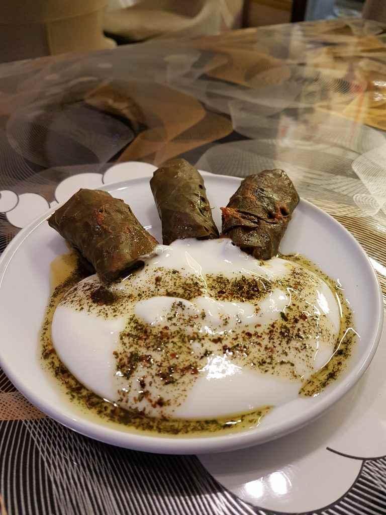 yesempatik-kuzguncuk-baymanti-cafe-manti-kahvalti-mekan-yaprak-sarma