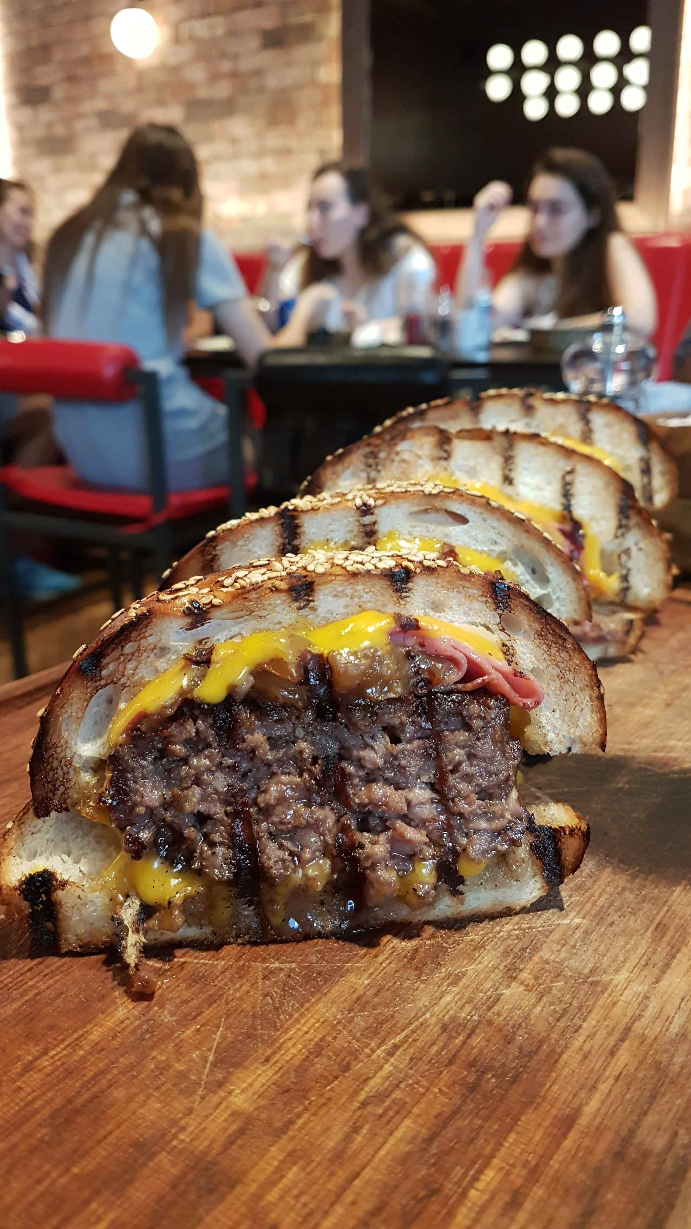 yesempatik-nusret-burger-kanyon-saltbae-hamburger