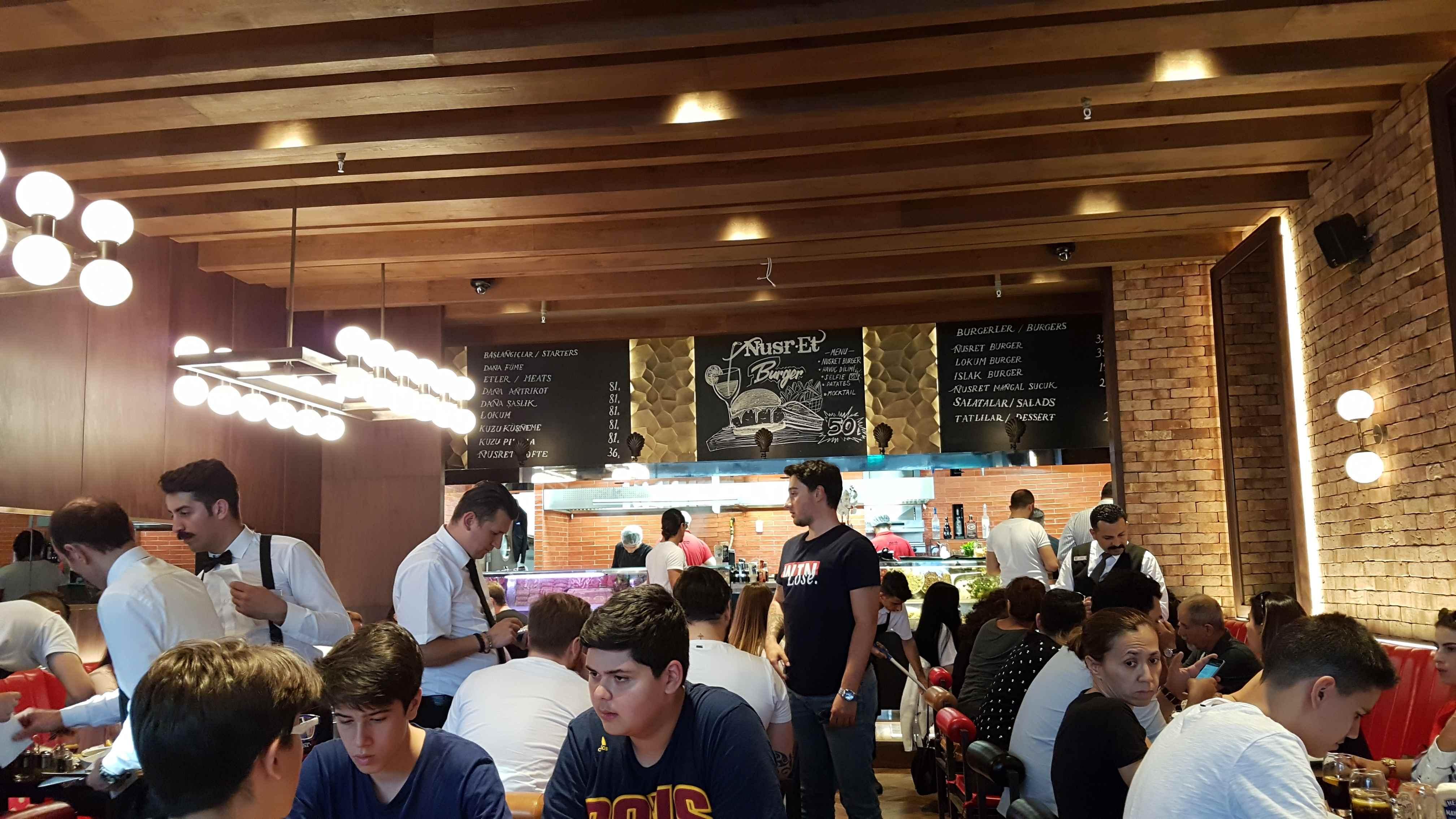 yesempatik-nusret-burger-kanyon-saltbae-mekan-istanbul